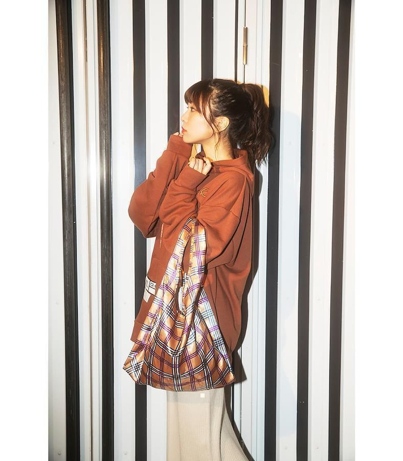 Aimi with eco bag