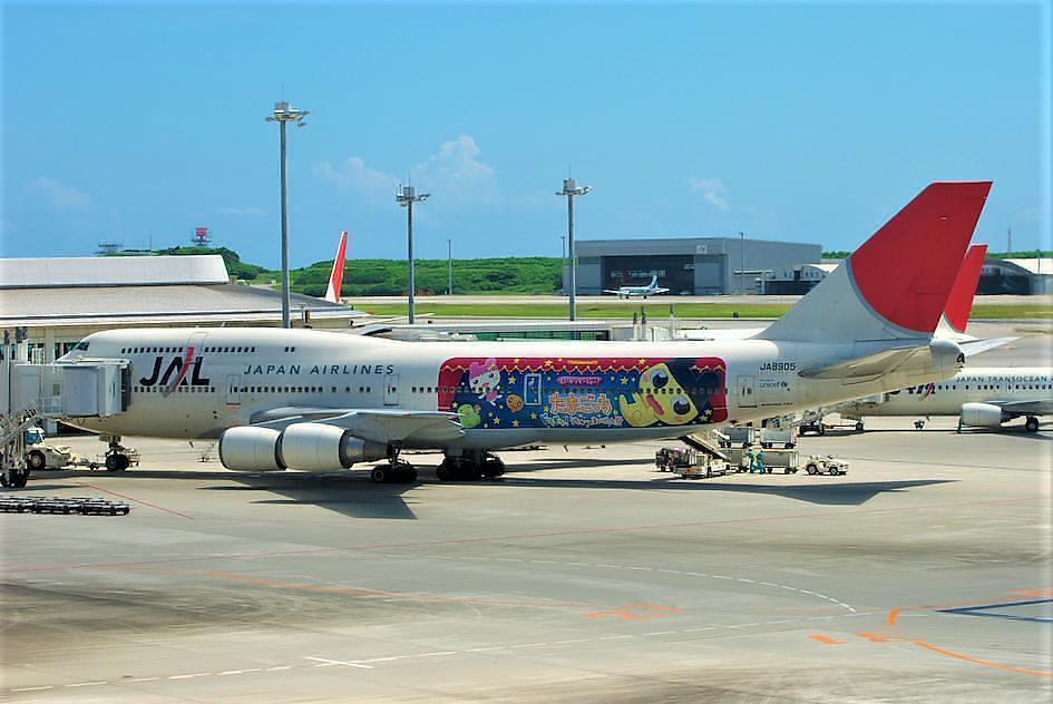 Un avion de la Japan Air Line à l'effigie des personages de Tamagotchi